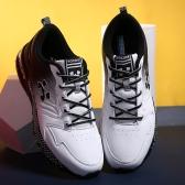 歩くスポーツの靴を実行している女性屋外通気性スニーカー