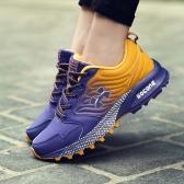 歩くスポーツの靴を実行している男性屋外通気性スニーカー