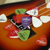 Alice 20pcs 0.71mm Smooth Nylon Guitar Picks Plectrums