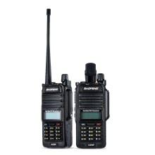 Оригинал BAOFENG UV-5R WP IP67 Водонепроницаемый DMR цифровой приемопередатчик Мобильный 2-передающие устройства Walkie Talkie VHF / UHF двухдиапазонный Ручной трансивер переговорные с ЖК-FM-радио приемник 5W 128 каналов памяти DTMF Encode аварийной сигнализации VOX с подставкой