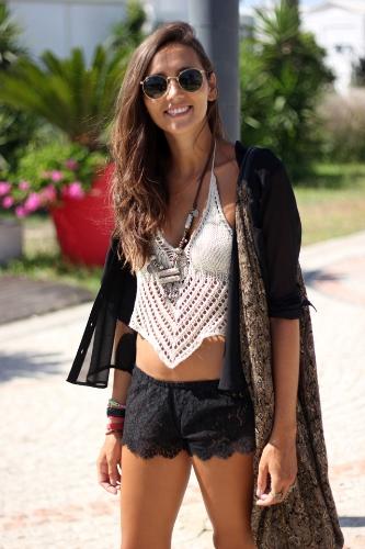 New Fashion Women Crop Top Crochet Knit V Halter Neckline Self Tie Sexy Camisole Bikini Top White/Black