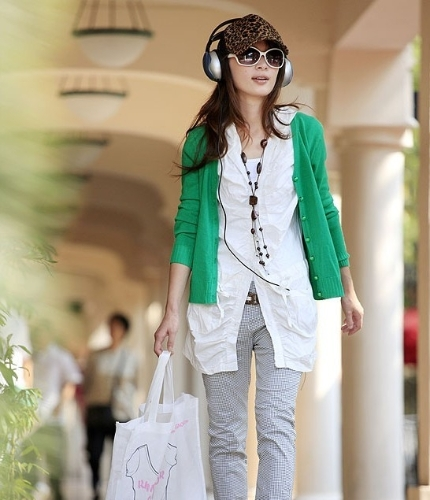 Women Pearl Button V Neck Knitted Sweater Cardigan